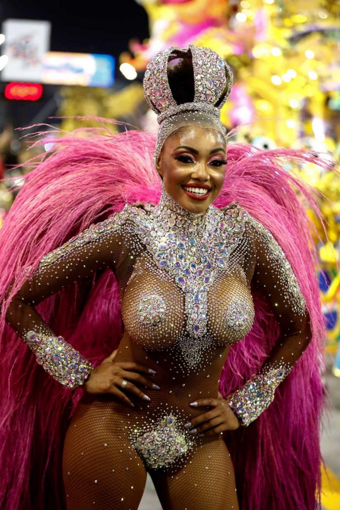 Красочные карнавалы в Сан-Паулу и Рио-де-Жанейро