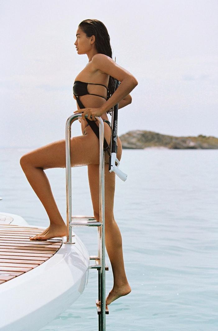 Келли Гейл в купальниках