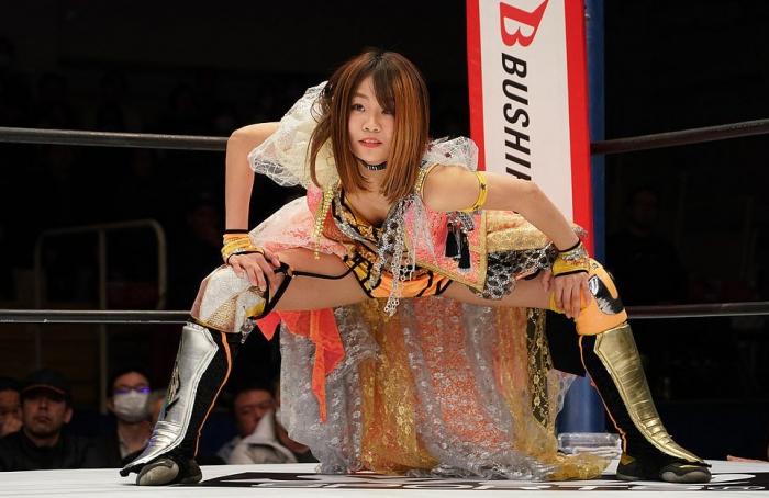 Зрелищный женский реслинг в Японии