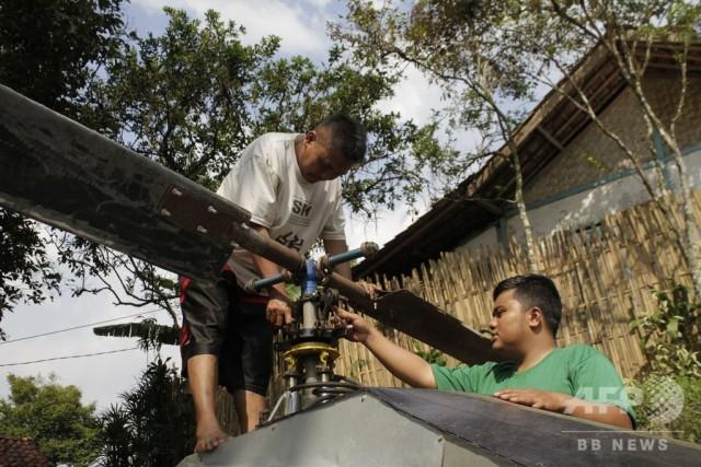 Индонезиец собрал собственный вертолет из мусора