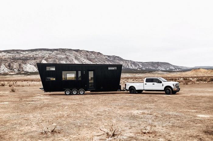 Небольшой, но уютный дом на колёсах