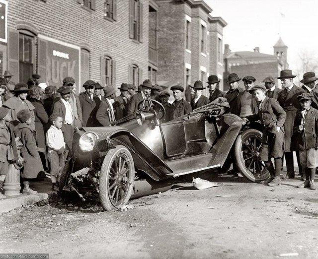 Фотографии аварий, сделанные во времена, когда на дорогах толком не было машин