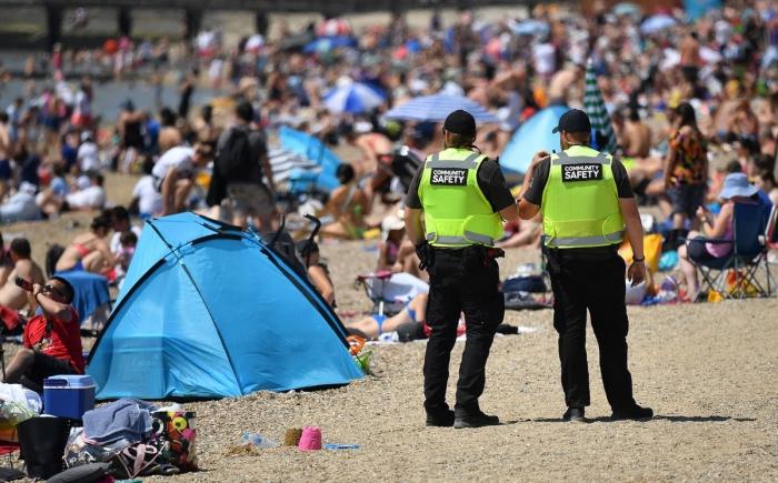 Британцев предупредили, что будут штрафовать за несоблюдение социальной дистанции