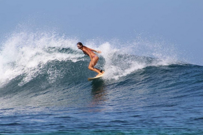 Симпатичные серфингистки