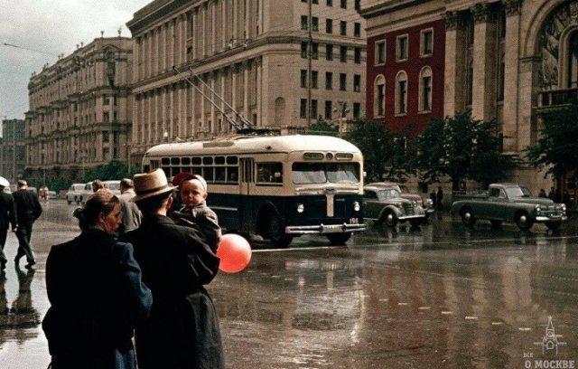 Цветные фотографии из советского прошлого
