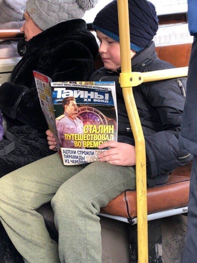 Безумные вещи, которые люди читают в общественном транспорте