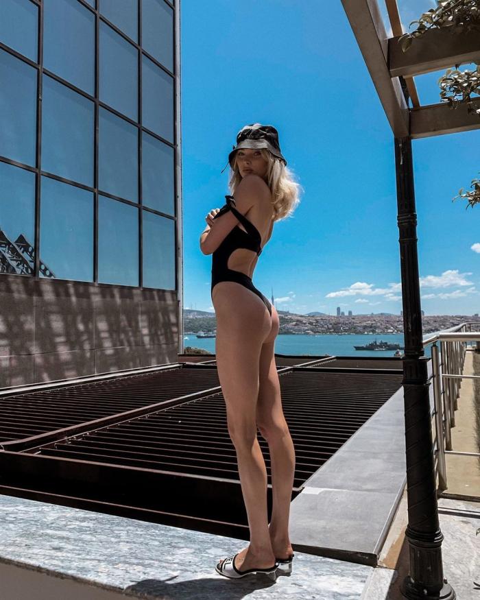 Эльза Хоск на фото в Instagram