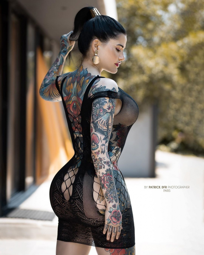 Модель постоянно сравнивали с Меган Фокс и она покрыла 70% своего тела татуировками