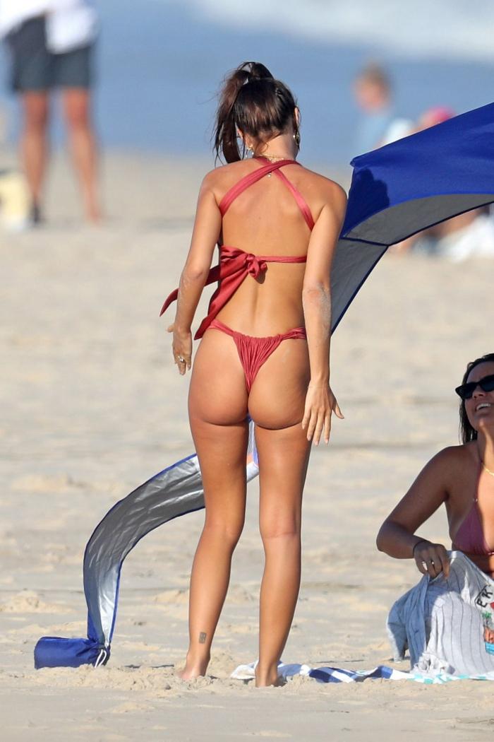 Эмили Ратаковски в бикини