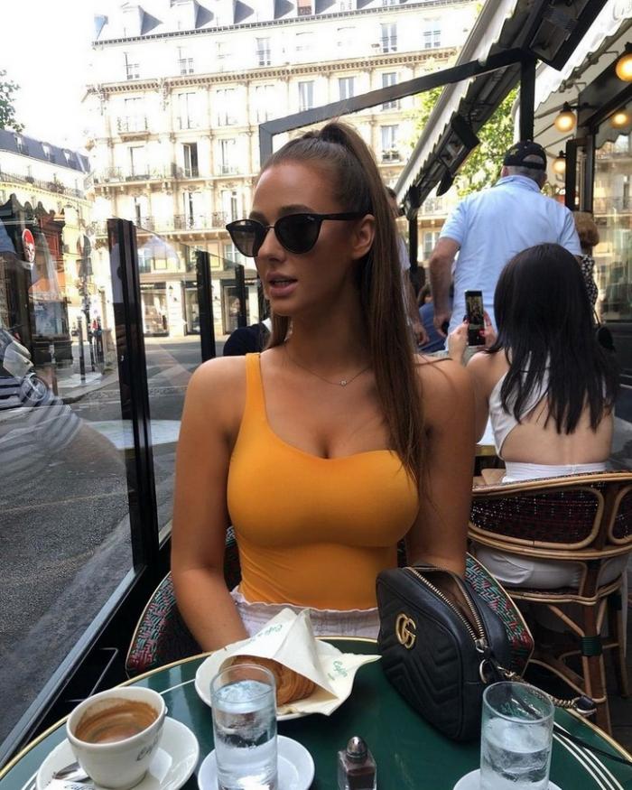 Девушки в солнцезащитных очках