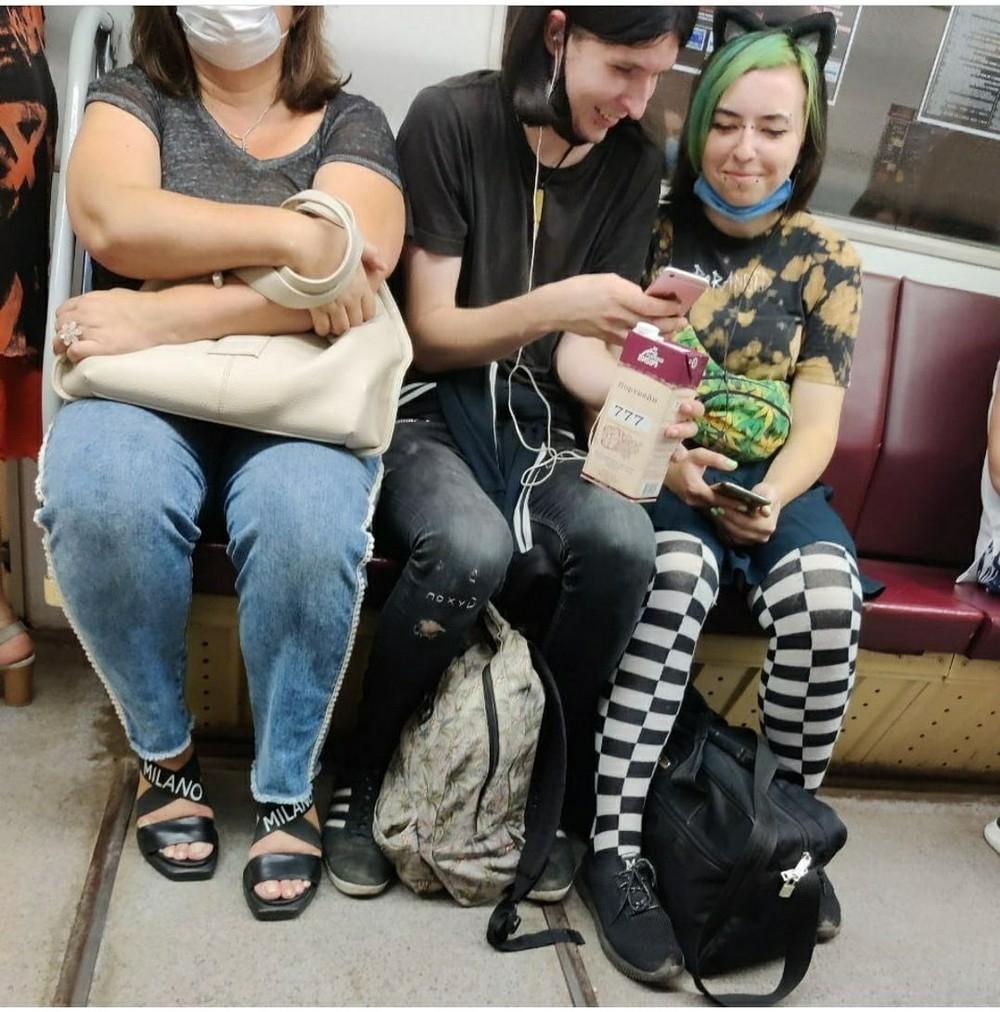 чудаки в метро фото деталей юбки