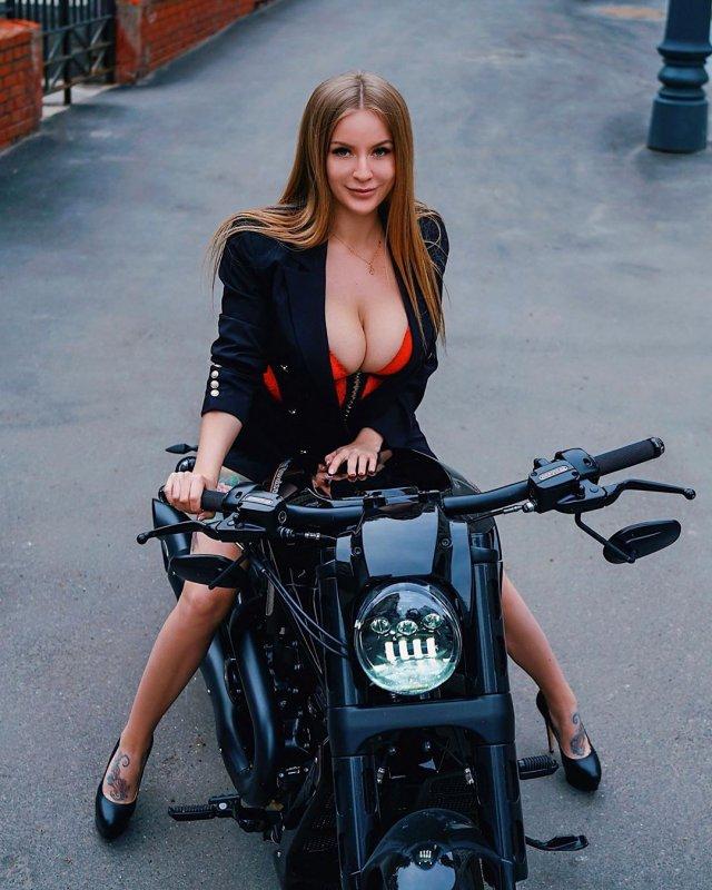 Софья Темникова - девушка, которая лучше всех разбирается в машинах