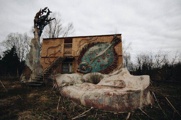 Подборка атмосферных кадров заброшенных детских лагерей СССР