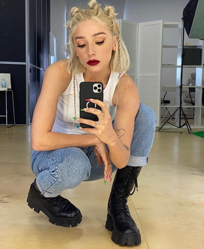 Настя Ивлева на фото в Instagram