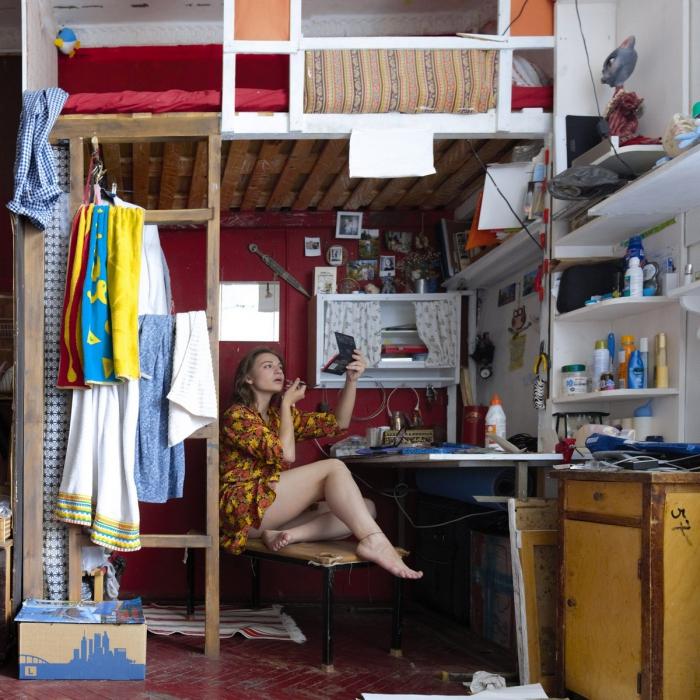 Девушки в коммуналках и общагах на снимках Ярослава Булавина