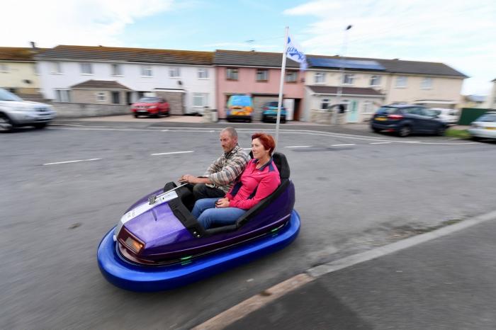 Британец сделал классный автомобильчик из ярмарочной машинки за £30
