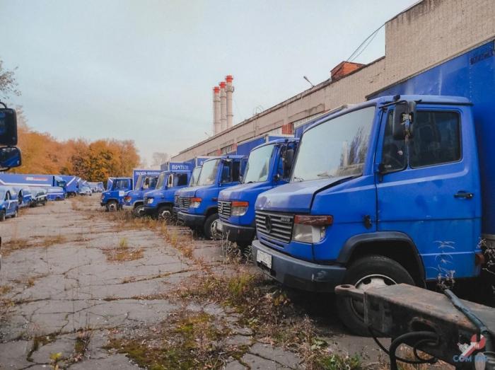 """Брошенные грузовики """"Почты России"""" в Москве"""