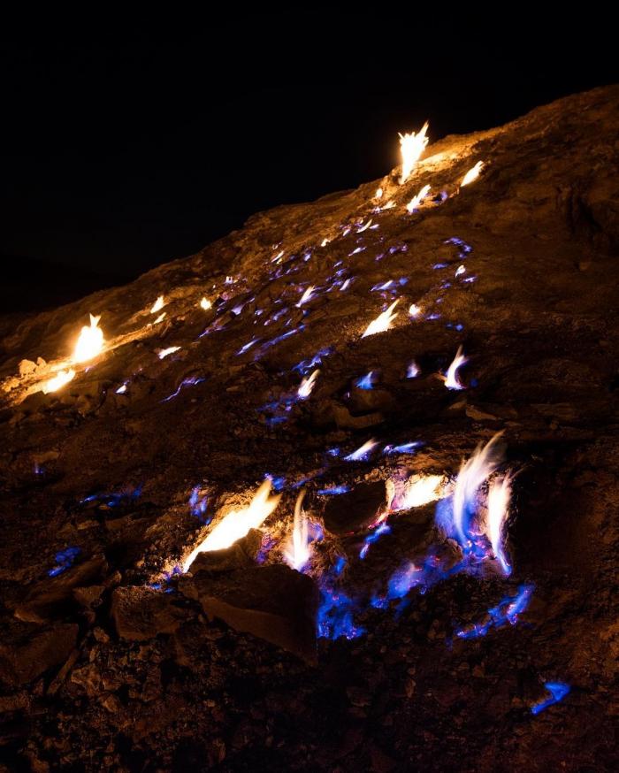 Удивительная вечно горящая огненная гора в Иране