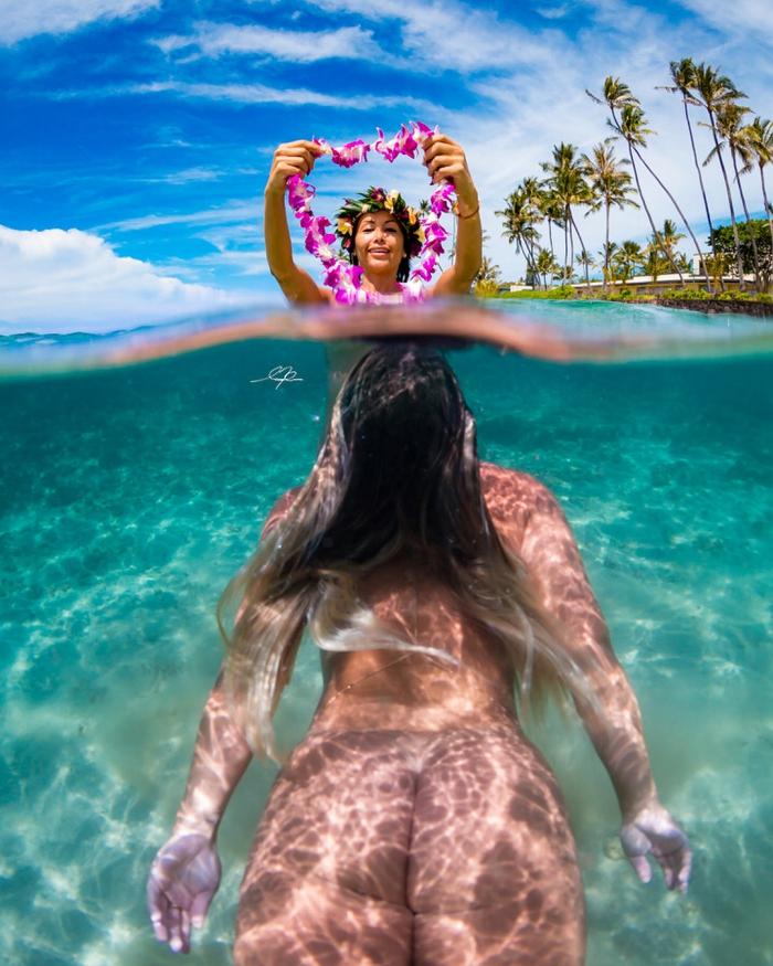 Обнаженные девушки в воде на снимках Мусаши