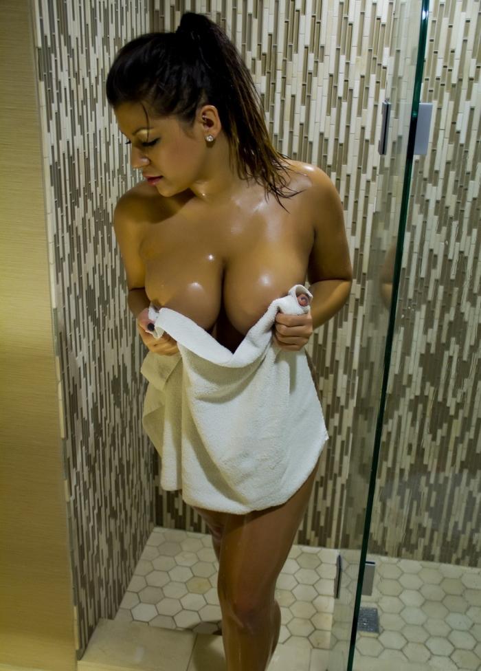 Разгоряченные девушки в полотенцах