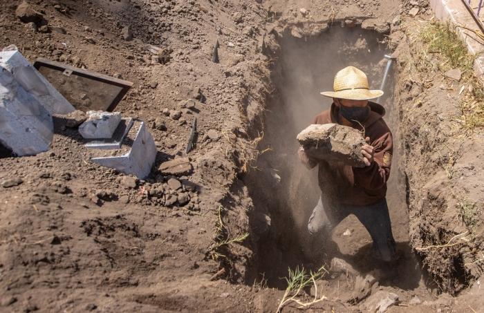 Ужасающие массовые захоронения в Мексике