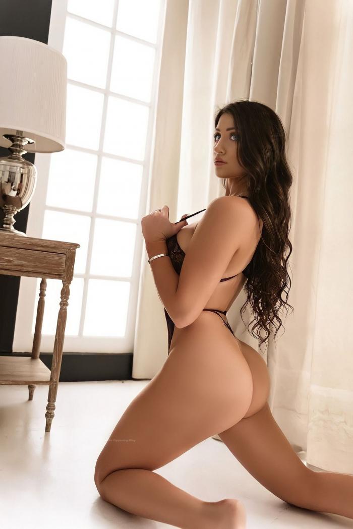Джессика Бартлетт в сексуальном белье