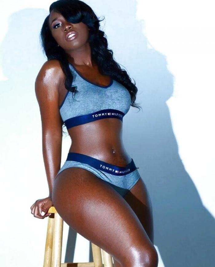 Симпатичные темнокожие девушки
