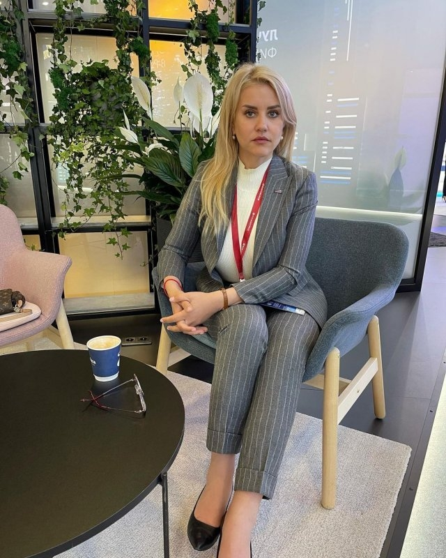Девушки Петербургского международного экономического форума (ПМЭФ-2021)