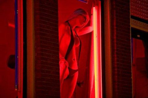 Улица красных фонарей в Амстердаме (+18)