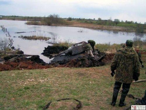 В озере нашли Т-34 времен Второй Мировой (13 фото)