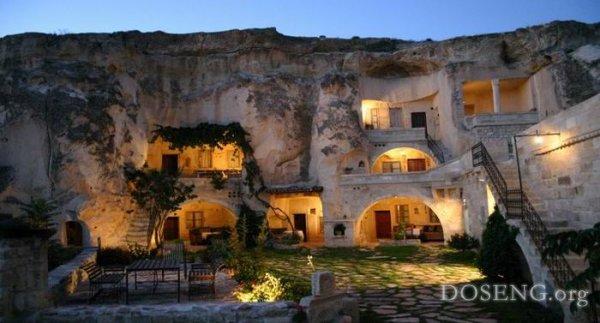Отель в скале или город в пещерах
